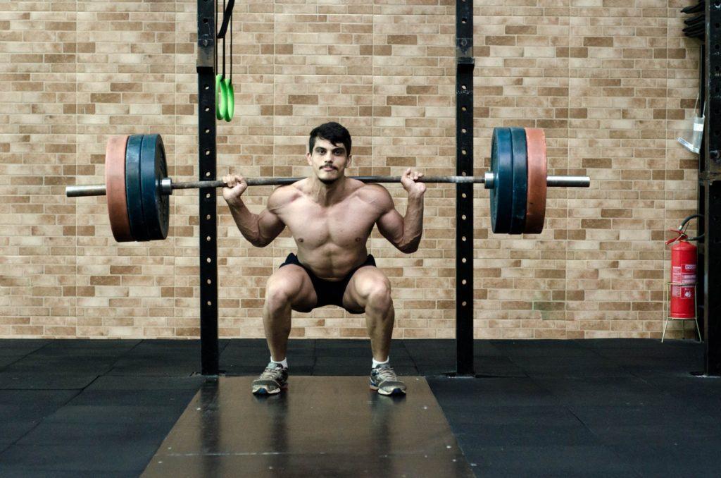 crossfit homme haltéro back squat